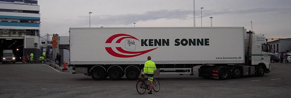 En af vores lastbiler kører af færgen i Ystad